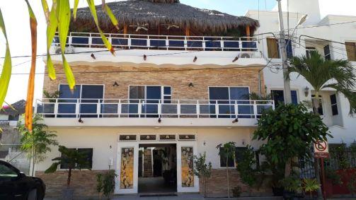 Melaque-Hotel Vayor front